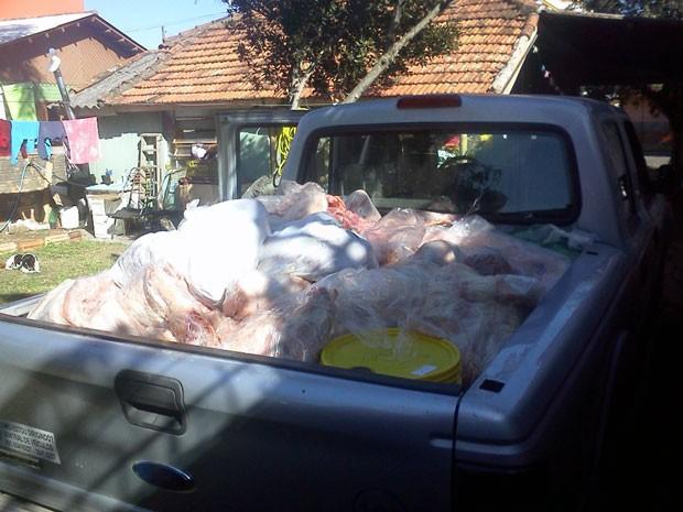Carne apreendida (Foto: Vigilância Sanitária/Divulgação)
