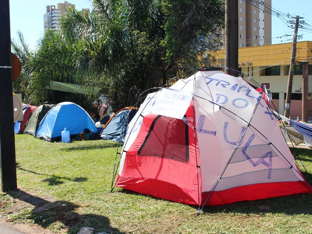 """Barraca em avenida vira o """"Triplex do Lula"""" (Foto: Hélder Rafael)"""