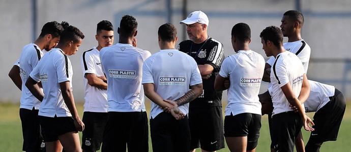 Pepinho, técnico do time sub-20 do Santos, conversa com jogadores em treino (Foto:  Pedro Ernesto Guerra Azevedo/Santos FC)