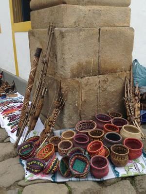 Artesanato feito por integrantes de aldeia indígena de Angra dos Reis (Foto: Paola Fajonni/G1)