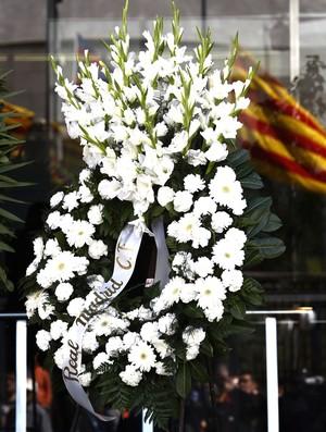 coroa de flores real madrid Memorial Tito Vilanova velório jogadores Barcelona (Foto: Agência AFP)