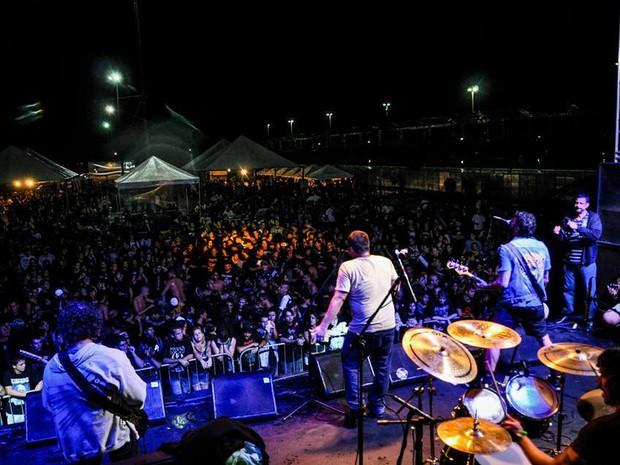 O festival atrai centenas de pessoas a Cabo Frio, RJ (Foto: Mariana Khori)