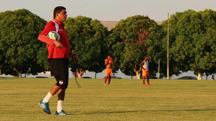 Flávio Araújo, treinador do River-PI  (Foto: Josiel Martins)