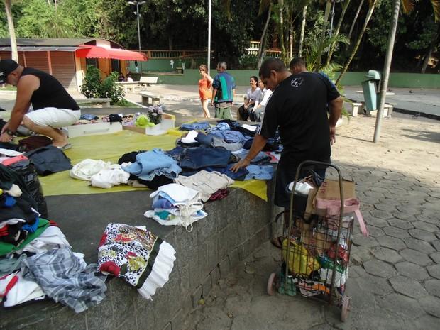 Moradores puderam escolher entre centenas de peças de roupas (Foto: Jane Pangardi / Arquivo Pessoal)