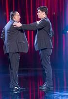 Marcelo Adnet dança tango com Galvão Bueno na estreia do 'Adnight'