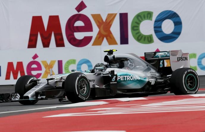 Nico Rosberg em ação no treino classificatório para o GP do México (Foto: Reuters)