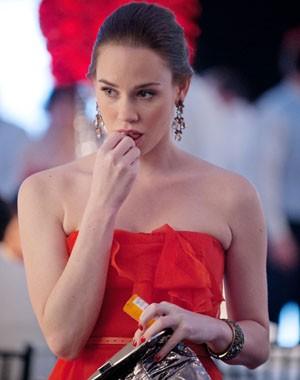 Charlotte começa a tomar pílulas (Foto: Divulgação / Disney Media Distribution)