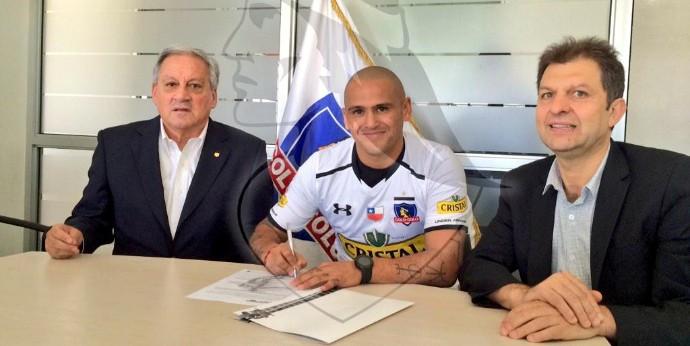 Humberto Suazo Colo Colo (Foto: Reprodução / Site Oficial)