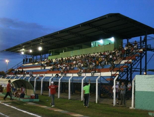 Poucos torcedores compareceram no Portal da Amazônia, em Vilhena/RO (Foto: Renato Barros/Tv Vilhena)