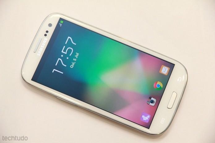 Samsung Galaxy S3 veio com Gorilla Glass 2 (Foto: Allan Melo/TechTudo)