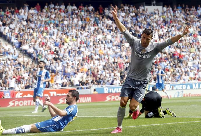 Cristiano Ronaldo celebra gol do Real sobre o Espanyol (Foto: Reuters)