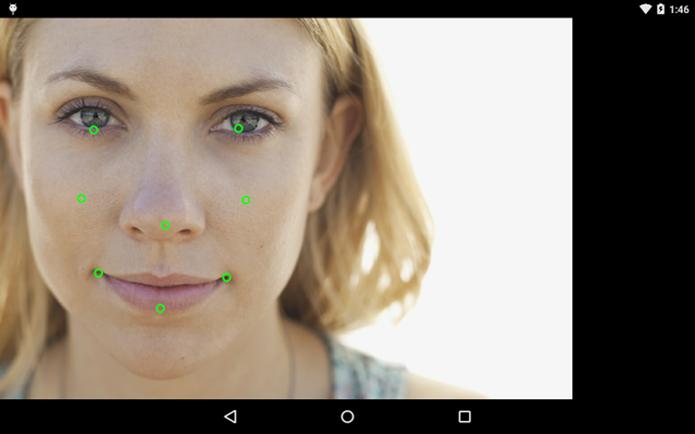 Detecção facial tem pontos de destaque para saber se alguém está sorrindo em diferentes ângulos (Foto: Divulgação/Android)