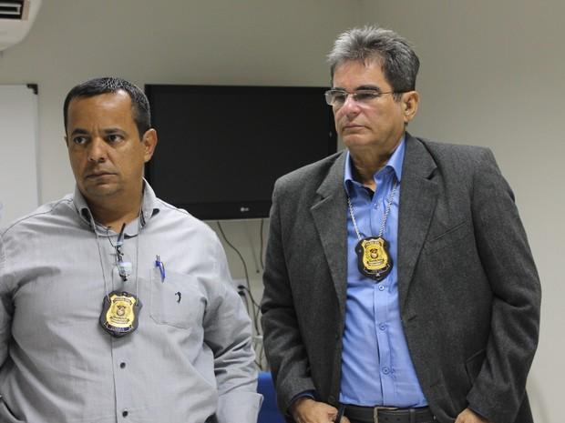 Exames foram realizados pelo médico legista Àlvaro Miranda e pelo perito Ivan Câmara (Foto: Taisa Alencar / G1)