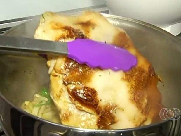 Picanha suína precisa ser selada antes de cozinhar receita Jornal do Campo Rio Verde Goiás (Foto: Reprodução/TV Anhanguera)