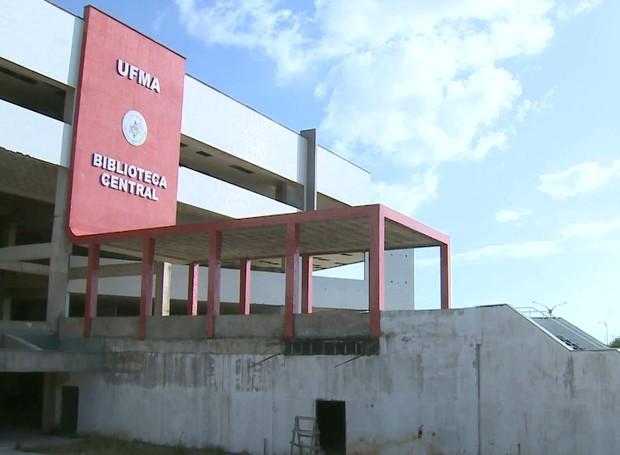 Obras da Biblioteca Central nunca foram concluídas (Foto: Reprodução/Globo)