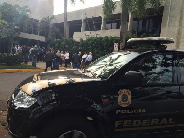 Polícia Federal na Secretaria de Obras do governo de MS (Foto: Cláudia Gaigher/ TV Morena)