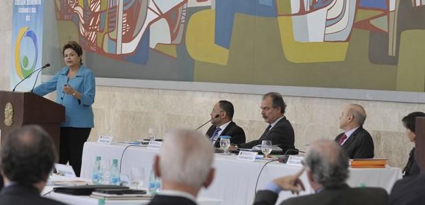 Presidente Dilma Rousseff fala durante reunião do Conselho de Desenvolvimento Econômico e Social (Foto: Antonio Cruz / Agência Brasil)