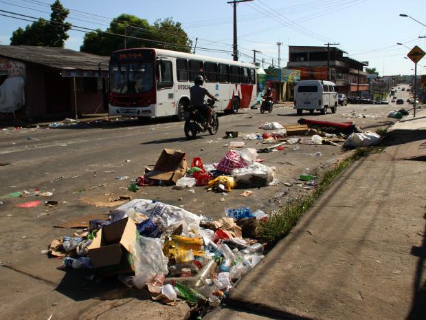 Populares reclamaram de desorganização (Foto: Jamile Alves/G1 AM)