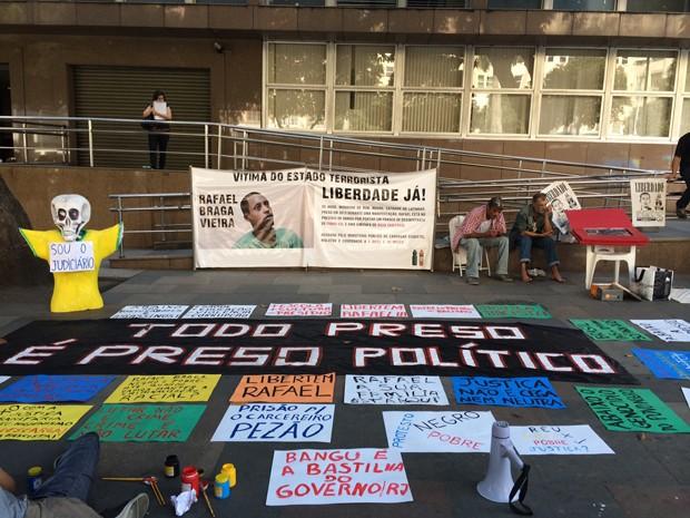Morador de rua espera apelação após ser preso em protesto no Rio em 2013 (Foto: Henrique Coelho/G1)
