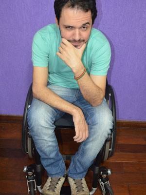 O tetraplégico Brício Loureiro, de Araraquara, faz humor com situação (Foto: Felipe Turioni/G1)