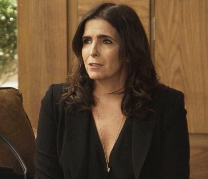 Rebeca nem imagina que Agilson é irmão de Aparício (Foto: TV Globo)
