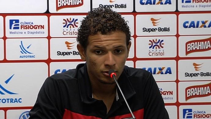 Willian Arão - volante Atlético-GO (Foto: Reprodução / TV Anhanguera)