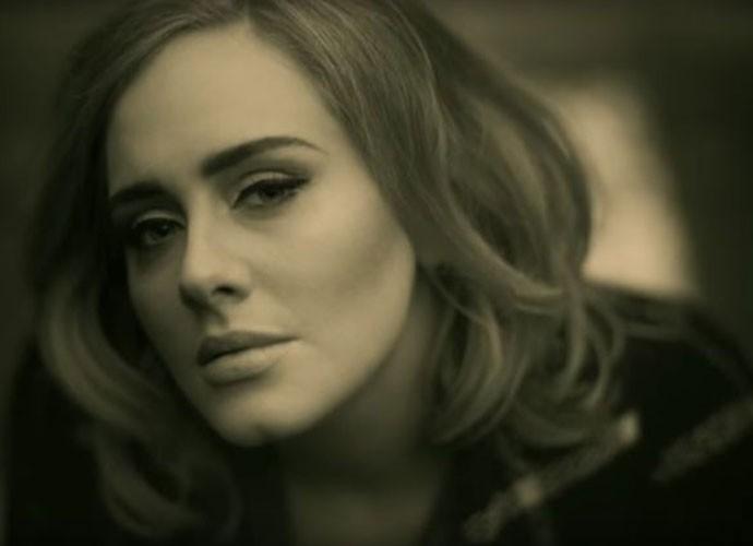 Adele no novo clipe 'Hello' (Foto: Reprodução Internet)