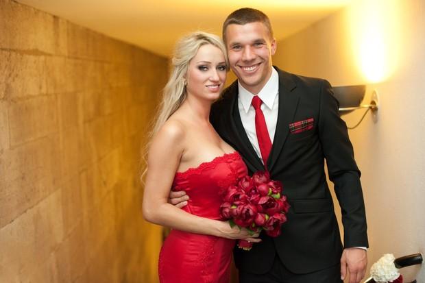 Monika e Podolski em seu casamento (Foto: Reprodução/Facebook)