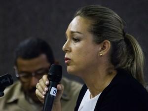 7/5/2013 - Claudia Dantas, suposta amante de PC, diz ao júri que eles tiveram encontros (Foto: Jonathan Lins/G1)