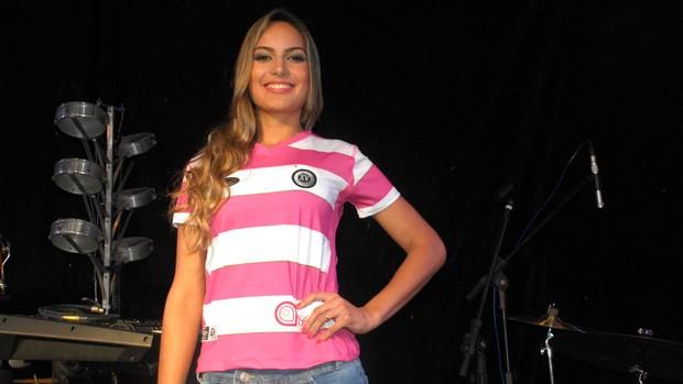 XV de Piracicaba lança camisa rosa para as mulheres (Foto: Fernando Galvão/XV de Piracicaba/Divulgação)