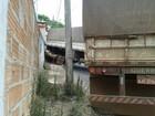 Motorista perde controle e bitrem bate em muro de casa em Ibiá