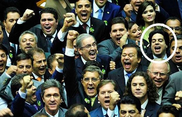 Deputado Vinicius Gurgel (PR-AP), no destaque, ejm imagem da comemoração da vitória de Eduardo Cunha na disputa pela presidência da Câmara