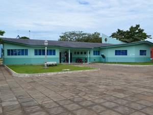 Biblioteca municipal foi construída há 28 anos (Foto: Andreia Gonzalez/G1 RO)