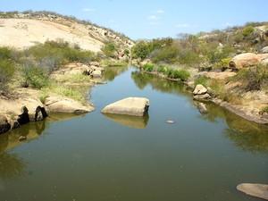 Quando concluída, a Barragem de Oiticica vai represar as águas do rio Piranhas-Açu, que deve se perenizado com a transposição do rio São Francisco (Foto: Anderson Barbosa/G1)