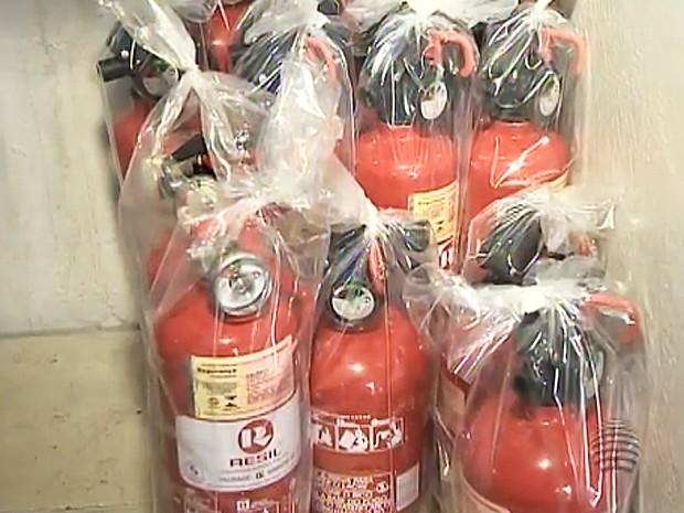 Extintores terão novo modelo (Foto: Reprodução/TV Fronteira)
