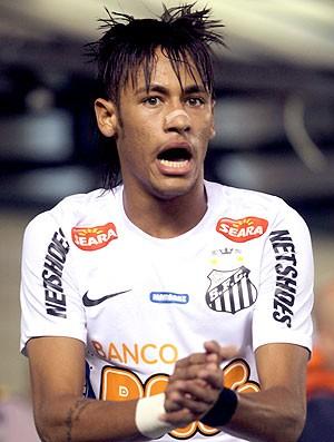 Neymar na partida do Santos contra o Corinthians (Foto: Paulo Whitaker / Reuters)
