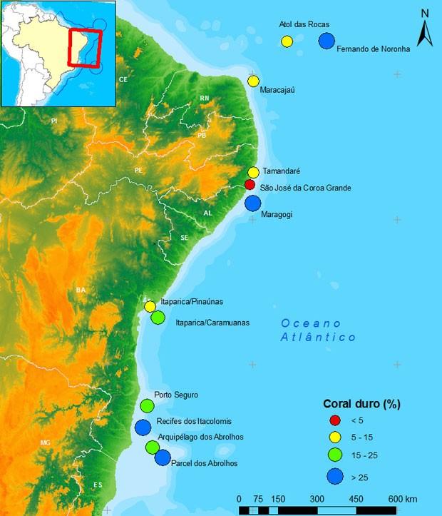 Desde Atol das Rocas, no Rio Grande do Norte (primeiro ponto amarelo no topo do mapa), até Abrolhos, no Sul da Bahia (último ponto azul do mapa). Monitoramento englobou 2 mil km de recifes de corais. (Foto: Divulgação)