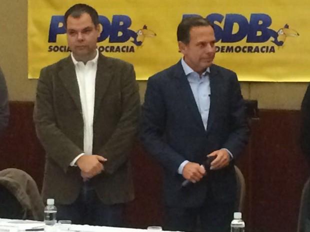 Bruno Covas e João Dória Jr. no anúncio do candidato a vice-prefeito na chapa do PSDB em São Paulo (Foto: Marcio Pinho/G1)