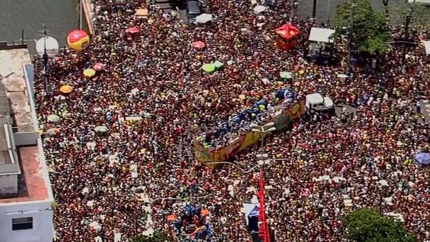 SUPERFOTO: Já se achou no Galo da Madrugada? (Reprodução / TV Globo)