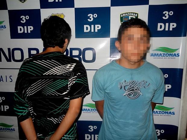 Soldado do Exército (dir.) foi preso suspeito de cometer assaltos na Zona Sul (Foto: Divulgação/PM)