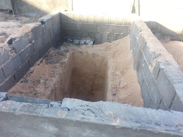 Túmulo foi construído pelo pai em Santo Antônio do Monte (Foto: Anna Lúcia Silva/G1)