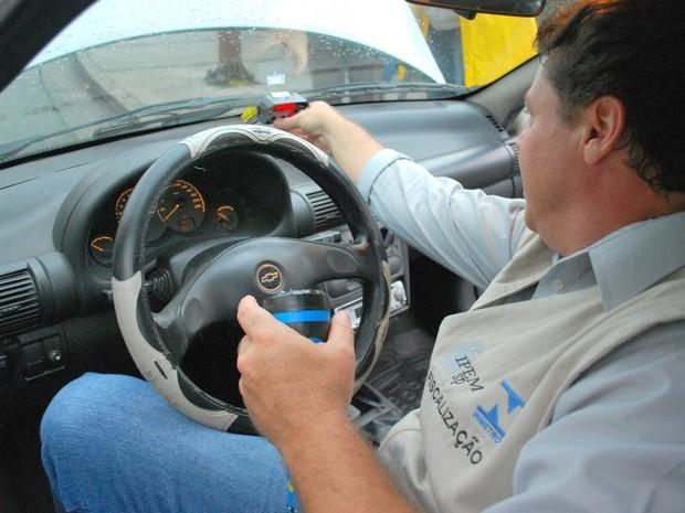 Ipem-SP realiza plantão de taxímetro em Piracicaba (Foto: Divulgação/Ipem-SP)