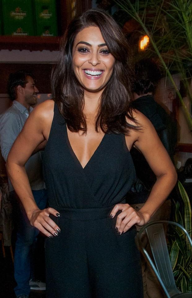 Juliana Paes escolhe macacão decotado para festa de ...