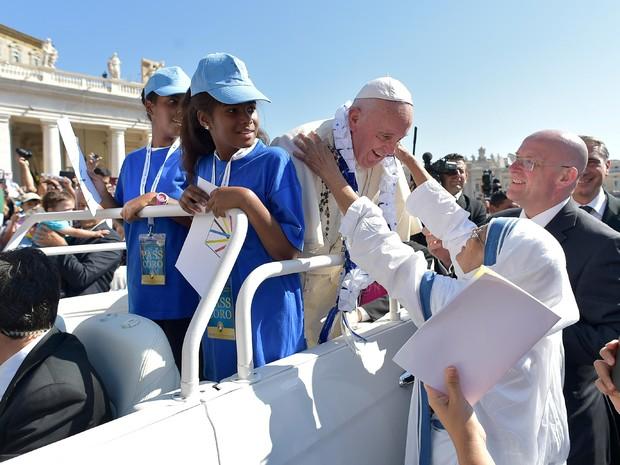 Papa participa de audiência com voluntários no Vaticano, neste sábado (3) (Foto: Divulgação/Osservatore Romano)