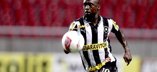 Seedorf no jogo do Botafogo contra o Resende (Foto: Marcelo Theobald / Ag. O Globo)