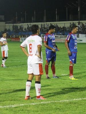 Piauí e River-PI pela sexta rodada do Campeonato Piauiense 2014 (Foto: Emanuele Madeira/GLOBOESPORTE.COM)
