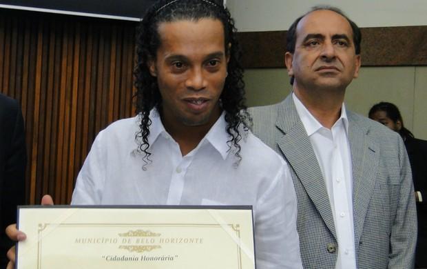 Ronaldinho Gaúcho, cidadão mineiro (Foto: Aluísio Gonzaga / Globoesporte.com)