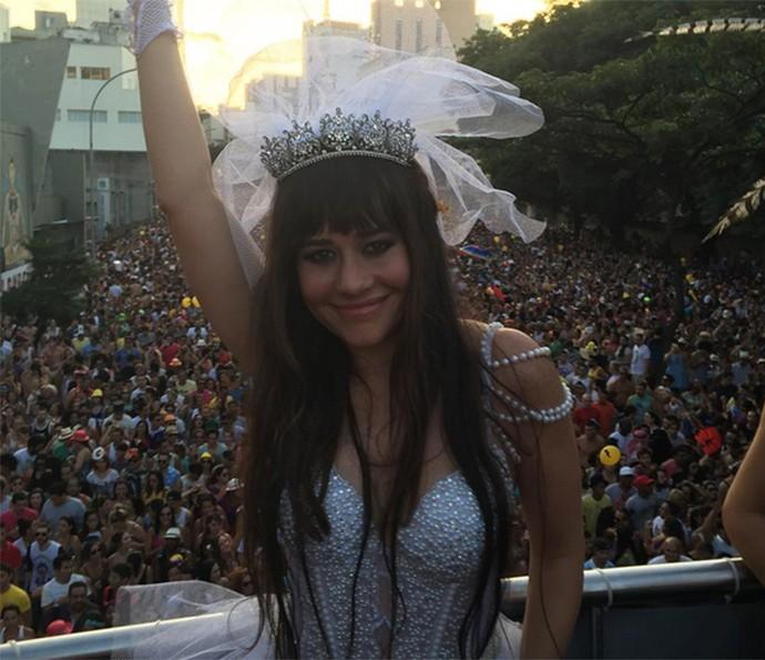 No desfile do Acadêmicos do Baixo Augusta, Alessandra Negrini foi um dos destaques com uma fantasia de noiva sexy (Foto: Arquivo pessoal)