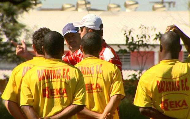 Batatais treino Ricardo Pinto (Foto: Reprodução EPTV)