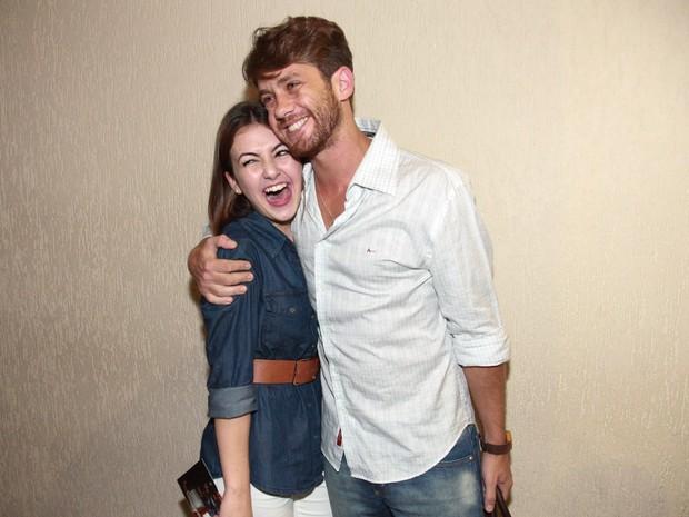 Klara Castanho e Leonardo Miggiorin em estreia de peça em São Paulo (Foto: Manuela Scarpa e Marcos Ribas/ Brazil News)